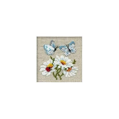 Набор для вышивки крестом Риолис 757 Ромашки с бабочками фото