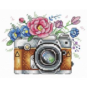 Набор для вышивки крестом МП Студия  В-255 Цветочный кадр