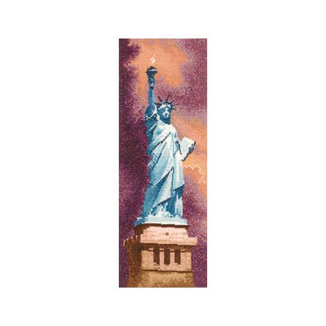 Схема для вышивания Heritage Crafts Statue of Liberty HC852