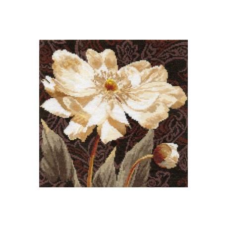 Набор для вышивки крестом Алиса 2-18 Белые цветы.В объятиях